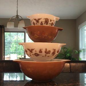 Vintage Pyrex Cinderella early Americana bowls